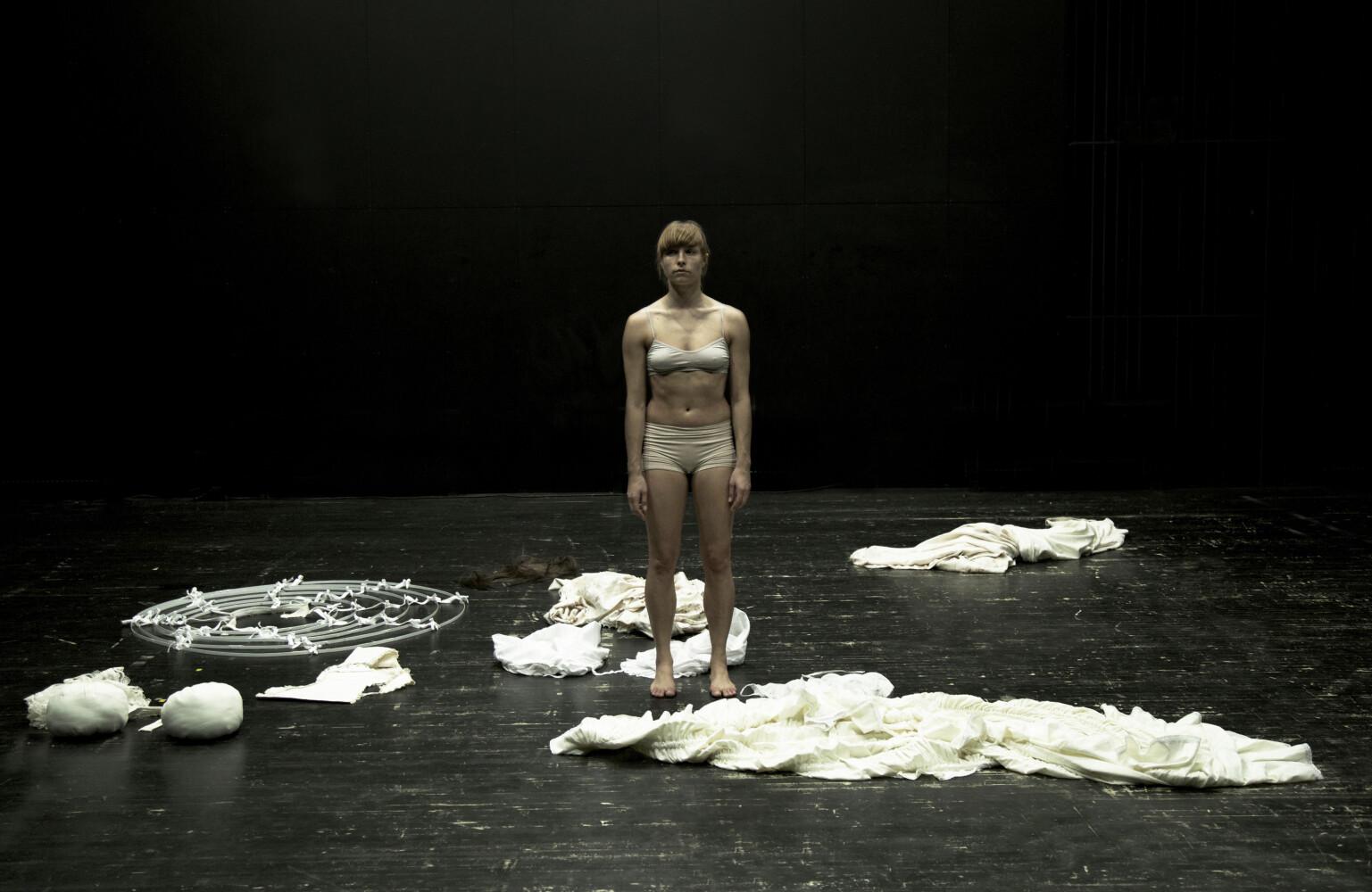 «Elīnas Gediņas darbs teātrī ir vērsts uz cilvēka pašas esences – gara – izlaušanos.»