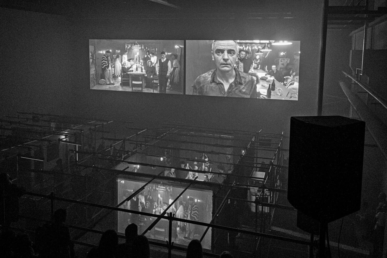 Paviljons pats par sevi ir sarežģīta izrādes un publikas attiecību sistēma. Republika. Foto – Andrej Vasilenko